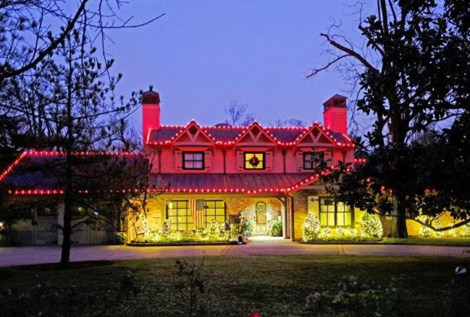 Photo -  Christmas decorations at 7104 Waverly Ave. in Nichols Hills. [DOUG HOKE/THE OKLAHOMAN]