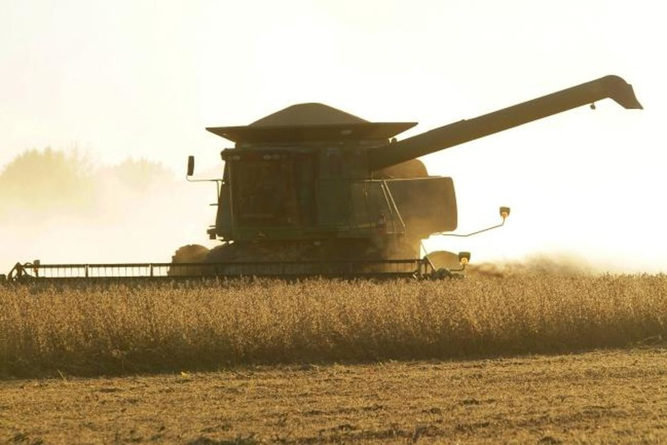 Photo -  Central Illinois farmers harvest soybeans in Pawnee, Ill. [AP PHOTO]
