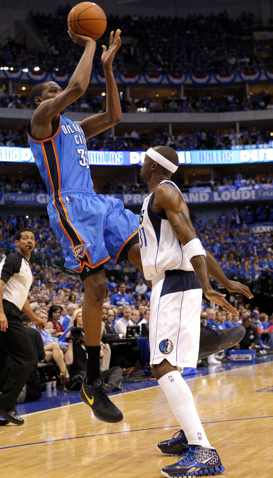 Photo - Oklahoma City's Kevin Durant (35) shoots the ball over Jason Terry (31) of Dallas during game 1 of the Western Conference Finals in the NBA basketball playoffs between the Dallas Mavericks and the Oklahoma City Thunder at American Airlines Center in Dallas, Tuesday, May 17, 2011. Photo by Bryan Terry, The Oklahoman