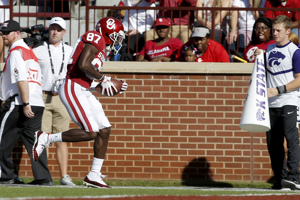 Photo - Oklahoma's Myles Tease (87) tries to stay in play during a college football game between the University of Oklahoma Sooners (OU) and the Kansas State Wildcats at Gaylord Family-Oklahoma Memorial Stadium in Norman, Okla., Saturday, Oct. 27, 2018. Oklahoma won 51-14. Photo by Bryan Terry, The Oklahoman