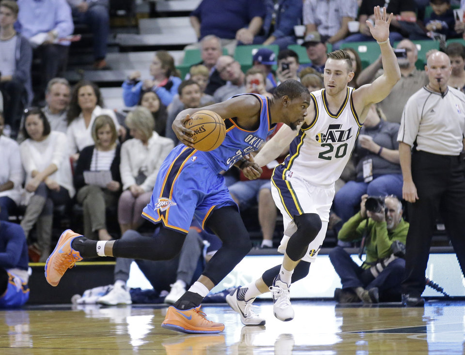 Photo - Utah Jazz guard Gordon Hayward (20) guards Oklahoma City Thunder forward Kevin Durant (35) in the first quarter during an NBA preseason basketball game Tuesday, Oct. 20, 2015, in Salt Lake City. (AP Photo/Rick Bowmer)