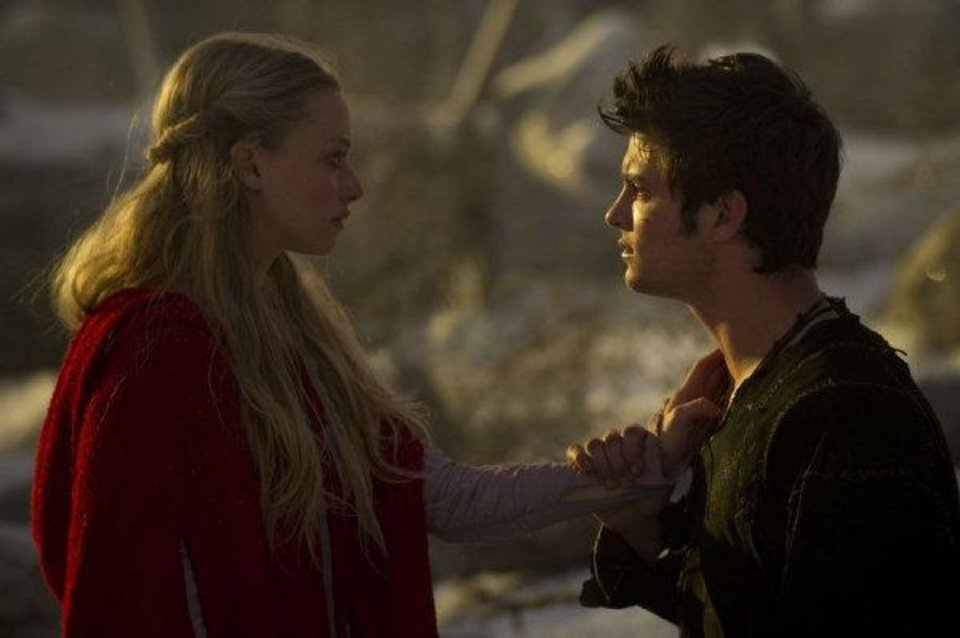 Photo - Amanda Seyfried and Shiloh Fernandez star in the fantasy thriller