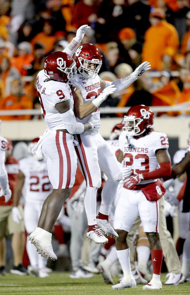 Photo - Oklahoma's Kenneth Murray (9) and Bryan Mead (38) celebrate a defensive stop in the fourth quarter during the Bedlam college football game between the Oklahoma State Cowboys (OSU) and Oklahoma Sooners (OU) at Boone Pickens Stadium in Stillwater, Okla., Saturday, Nov. 30, 2019. OU won  34-16. [Sarah Phipps/The Oklahoman]