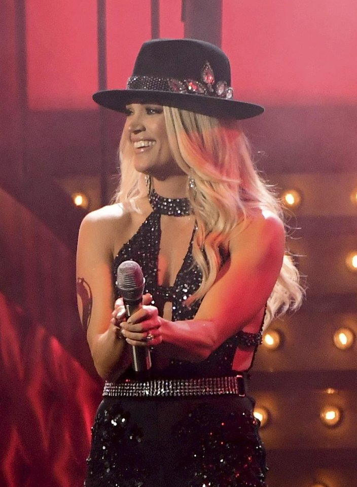 Photo - Carrie Underwood performs her new single