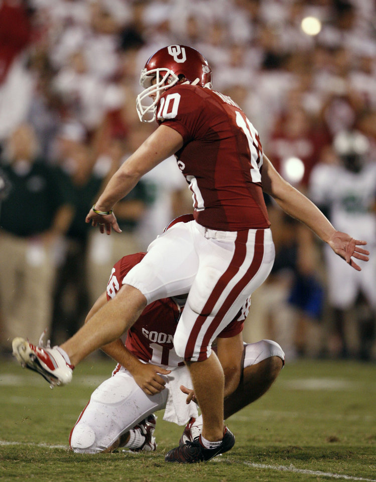 Photo - Garrett Hartley kicks an extra point in the second half during the University of Oklahoma Sooners (OU) college football game against the University of North Texas Mean Green (UNT) at the Gaylord Family - Oklahoma Memorial Stadium, on Saturday, Sept. 1, 2007, in Norman, Okla.   By STEVE SISNEY, The Oklahoman