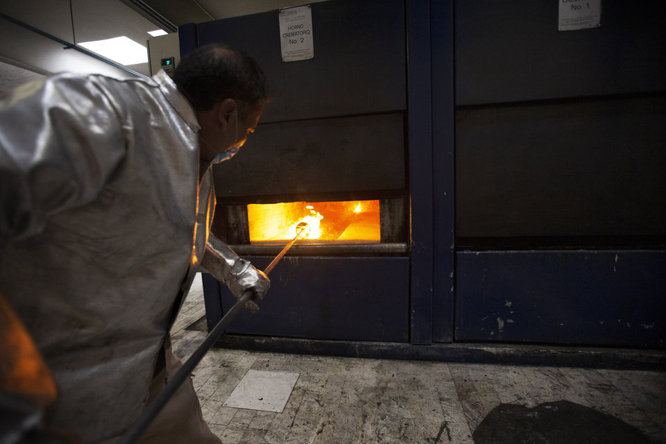Photo -  Worker Carlos Acuña Rios starts to collect the ashes of a COVID-19 victim from an oven after the remains where cremated at the Azcapotzalco crematorium in Mexico City, Tuesday, June 23, 2020. (Foto AP/Marco Ugarte)