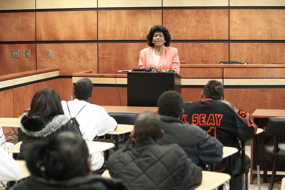 Photo - OPENING: School Board member Thelma Parks discusses the history of the school with students in a mock courtroom at the new Douglass High School, the first new high school to open in OKC in more than 50 years, Wednesday, January 18, 2006.  Staff photo by David McDaniel.
