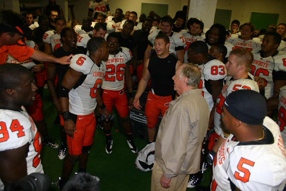 Photo - OSU, OKLAHOMA STATE UNIVERSITY COLLEGE FOOTBALL:  T. Boone Pickens, center, is looking forward to Oklahoma State football these days and taking a break from the up and down stock market. - PHOTO PROVIDED   ORG XMIT: 0810192159321465