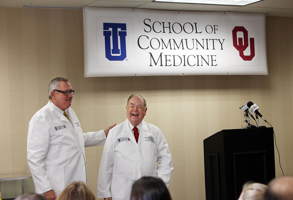 Photo - UNIVERSITY OF OKLAHOMA / UNIVERSITY OF TULSA / ANNOUNCE / ANNOUNCEMENT: TU president Steadman Upham and OU president David Boren after announcing a joint medical education program in Tulsa, OK, Dec. 1, 2009. Stephen Pingry/Tulsa World ORG XMIT: DTI0912011537384154