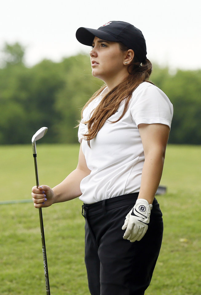 Photo - Putnam City North's Sydney Mason watches a shot during the first day of the Class 6A girls high school golf state championship at Earlywine Golf Club in Oklahoma City, Wednesday, May 1, 2019. [Nate Billings/The Oklahoman]