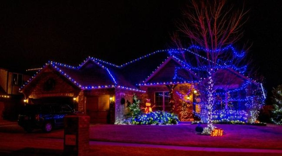 Photo -  Christmas lights at 17508 Murcielago Court. [CHRIS LANDSBERGER/THE OKLAHOMAN]