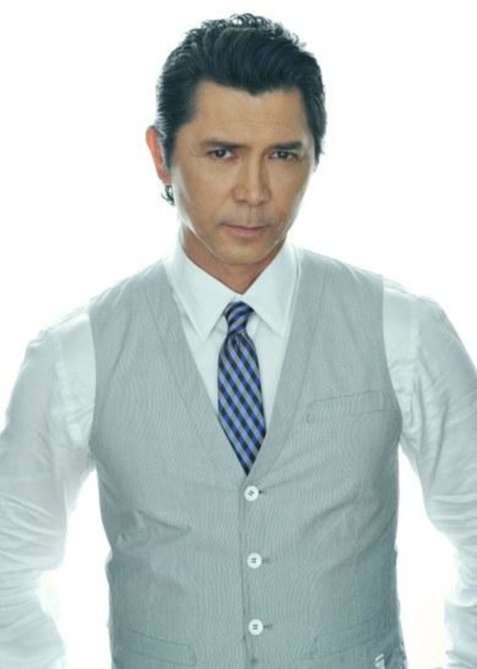 lou diamond phillips height