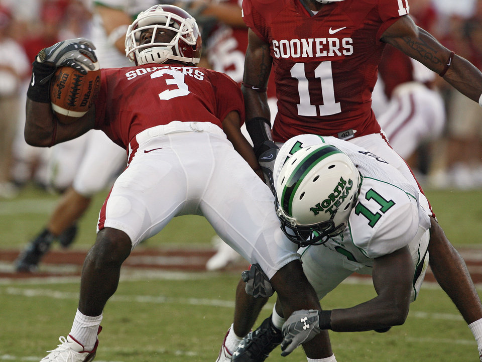 Photo - Oklahoma's Reggie Smith (3) spins away from a tackle against North Texas' Deavin Cox (11) on a punt return in the first half during the University of Oklahoma Sooners (OU) college football game against the University of North Texas Mean Green (UNT) at the Gaylord Family - Oklahoma Memorial Stadium, on Saturday, Sept. 1, 2007, in Norman, Okla.