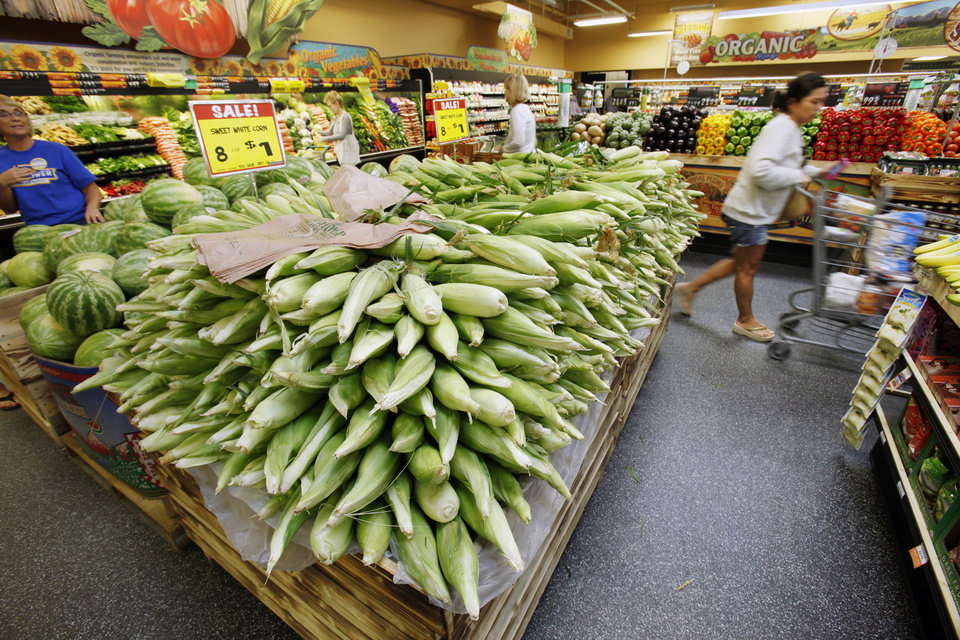 Photo -  Shoppers enjoy the new Sunflower Farmers Market grocery store in Oklahoma City, OK, Tuesday, Aug. 30, 2011. By Paul Hellstern, The Oklahoman