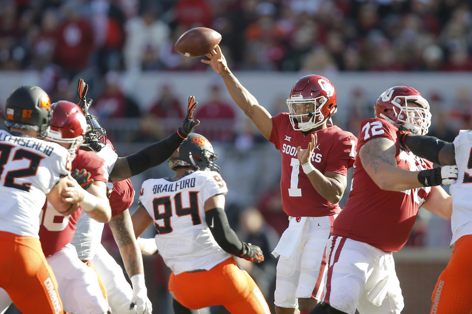 Photo - Oklahoma's Kyler Murray (1) throws as pass during a Bedlam college football game between the University of Oklahoma Sooners (OU) and the Oklahoma State University Cowboys (OSU) at Gaylord Family-Oklahoma Memorial Stadium in Norman, Okla., Nov. 10, 2018.  Photo by Bryan Terry, The Oklahoman
