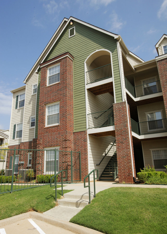 Apartment sale prompts atlanta based ara 39 s dallas office for Apartments by central park