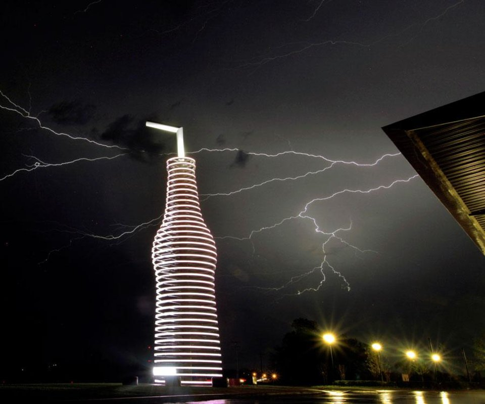 Photo -  Lightning strikes behind Pops in Arcadia, Okla., Sunday, April 26, 2009. Photo by Bryan Terry, The Oklahoman