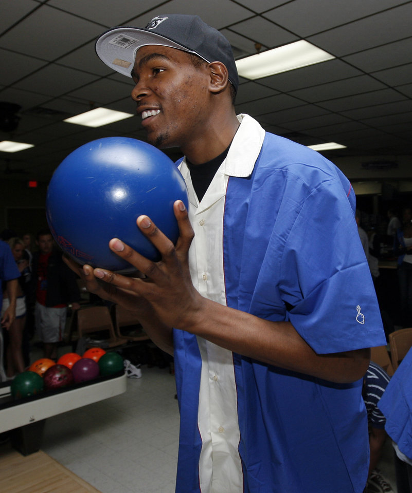 Photo - Kevin Durant of the Oklahoma City Thunder NBA basketball team gets ready to bowl during the Russell Westbrook Celebrity Bowl event to benefit the Oklahoma City Urban Youth Scholarship Fund, at Windsor Lanes in Oklahoma City, Saturday, March 27, 2010. Photo by Nate Billings, The Oklahoman