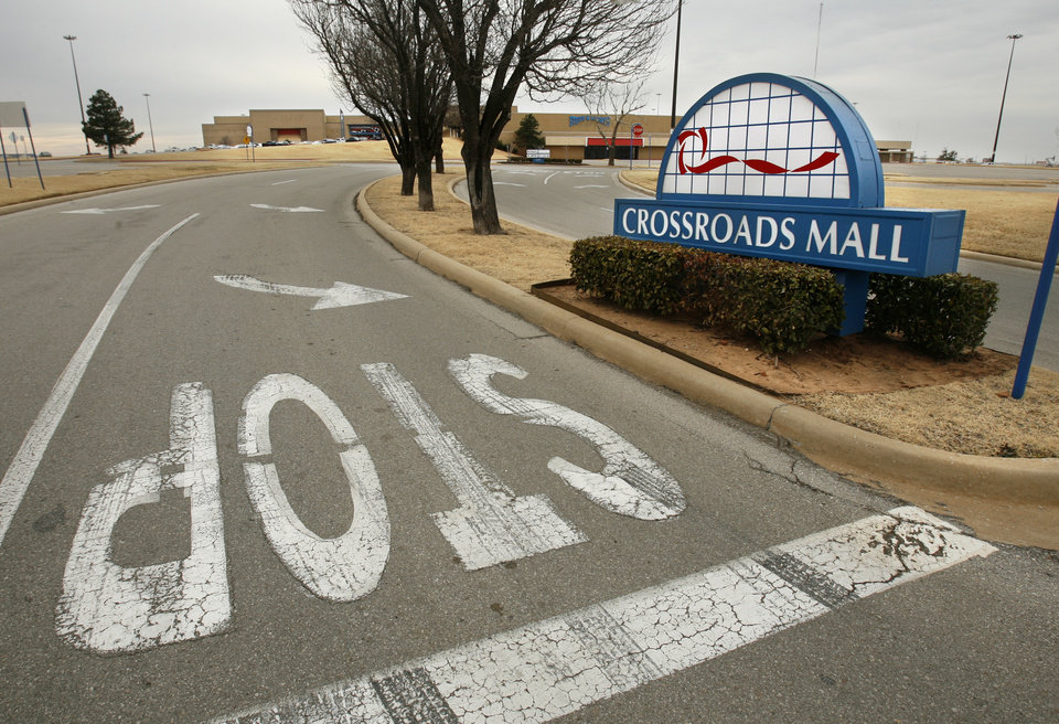 Photo - BUILDING EXTERIOR: Crossroads Mall is a shadow of its former self in Oklahoma City, Okla. on Friday, January 23, 2009.   Photo by Steve Sisney, The Oklahoman ORG XMIT: kod