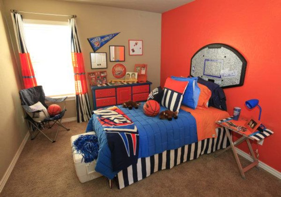 Merveilleux Left: Oklahoma City Thunder Items Anchor A Sports Theme In This Bedroom  Staged For A Boy. Photo By David McDaniel, The Oklahoman ...