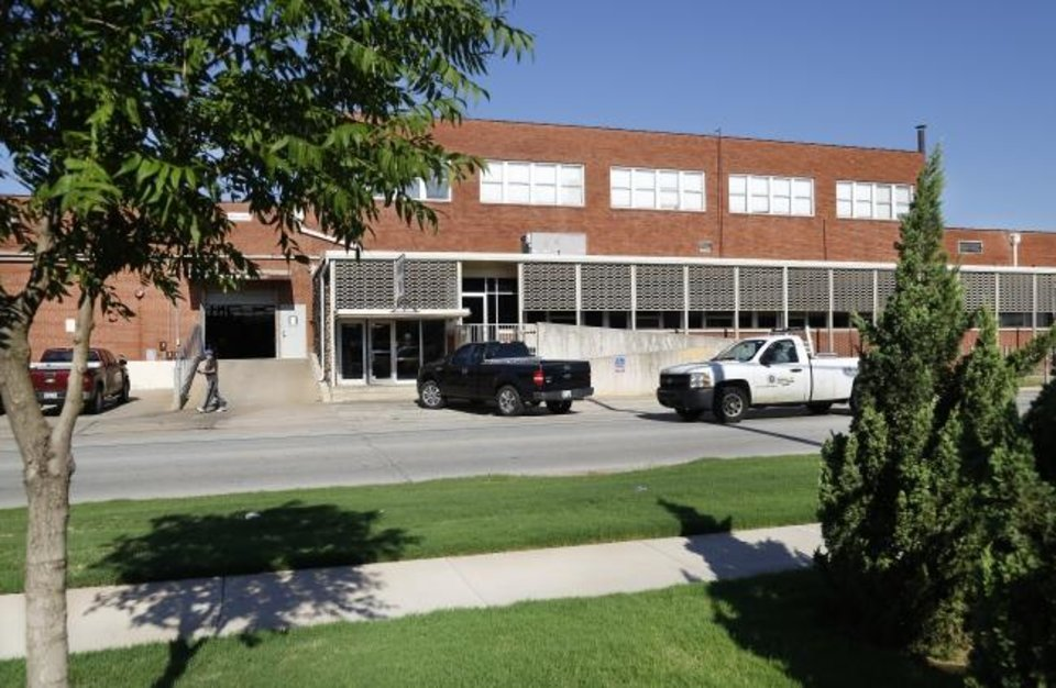 Photo -  This 208,000-square-foot warehouse at 3501 N Santa Fe Ave. sold Oct. 18 for $5,420,000, or $26.71 per square foot, according to Price Edwards & Co.   [JIM BECKEL/THE OKLAHOMAN]