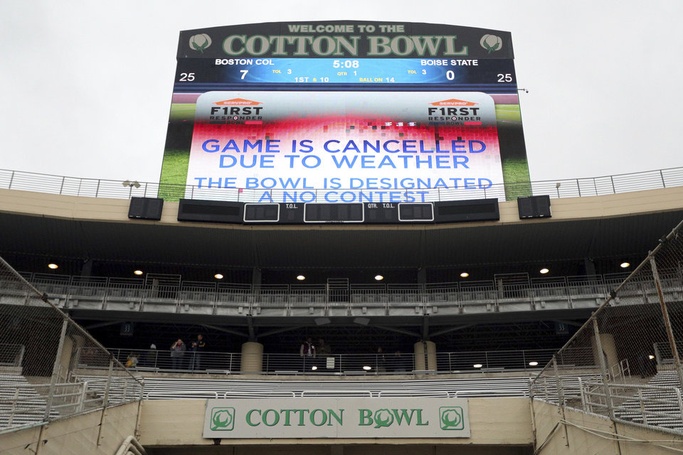 Photo -  Inclement weather in Dallas caused the cancellation of the First Responder Bowl on Wednesday. [AP PHOTO]