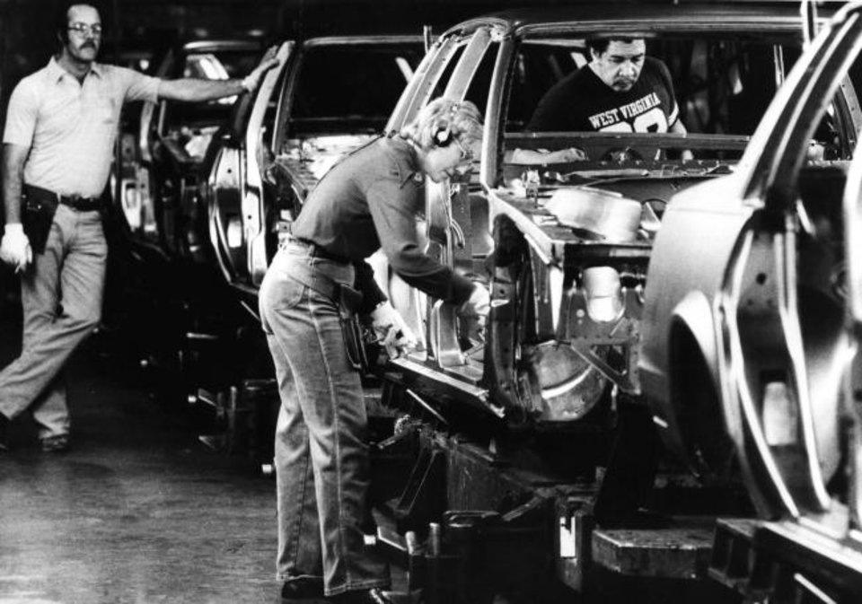Photo -  At one point,, auto industry manufacturers employed nearly 28,000 Oklahomans.. [THE OKLAHOMAN ARCHIVES]