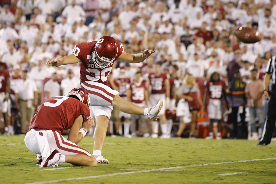 Photo - Oklahoma's Calum Sutherland (30) misses a field goal attempt a college football game between the University of Oklahoma Sooners (OU) and the Houston Cougars at Gaylord Family-Oklahoma Memorial Stadium in Norman, Okla., Sunday, Sept. 1, 2019. Oklahoma won 49-31. [Bryan Terry/The Oklahoman]
