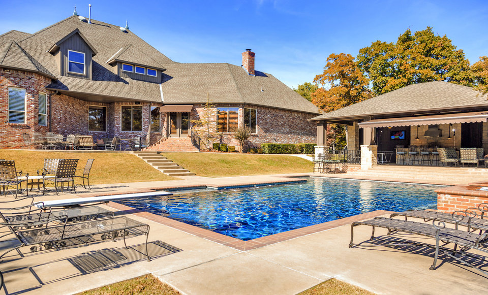 Photo -  The pool and outdoor kitchen, bar and living area 2800 Chaumont in Edmond, listed for $895,000 with agent Beverly Hamilton of Metro First Realty. [PHOTO BY CHRIS LANDSBERGER, THE OKLAHOMAN]