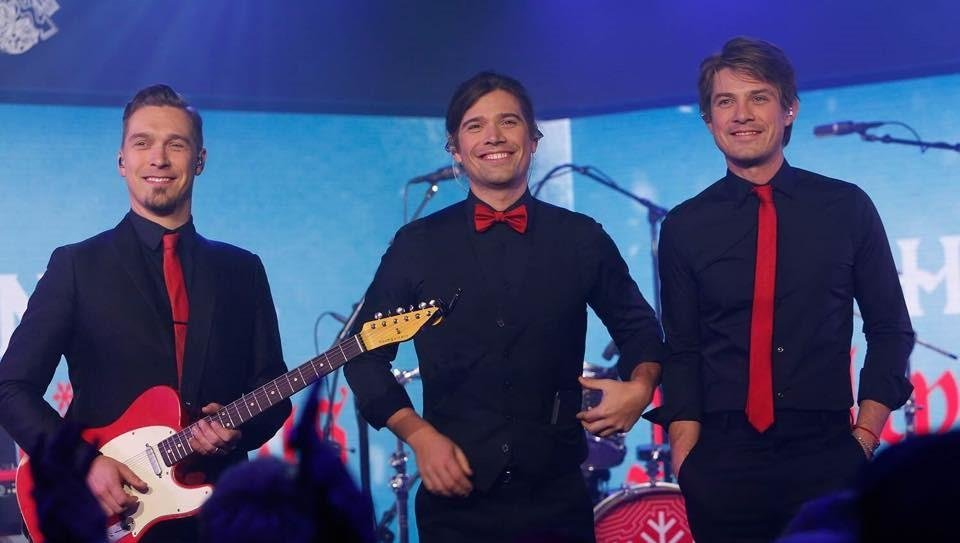 Video: Hanson performs \'Finally It\'s Christmas\' and \'I Was Born\' on ...