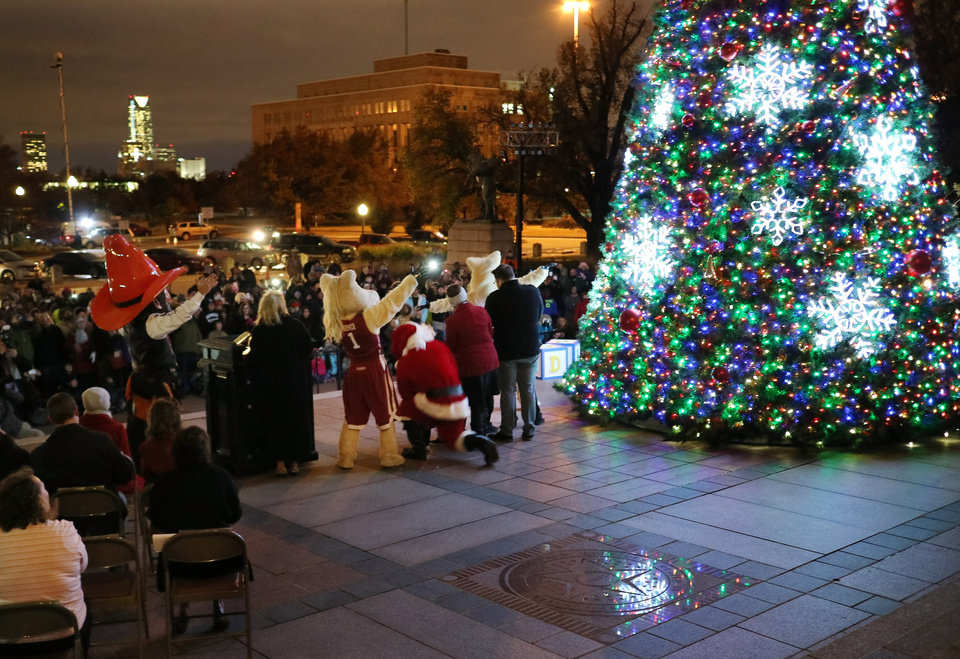 Lighting the holidays at the Oklahoma state Capitol | News OK