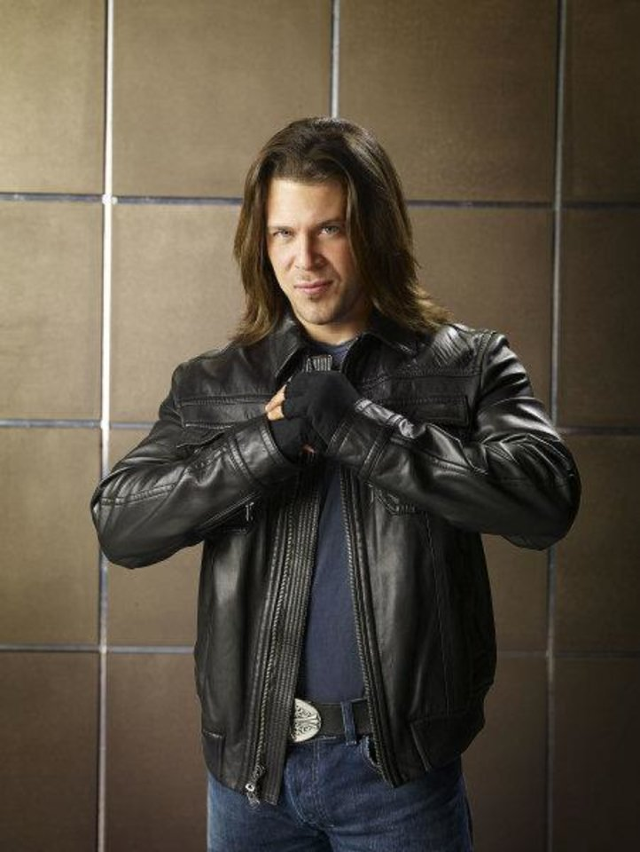 "Photo - TELEVISION SERIES / TV: Christian Kane in a scene in ""Leverage.""    TNT PHOTO"
