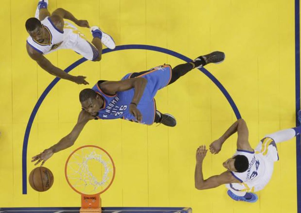 Photo - Kevin Durant gets to the basket against the Warriors on Thursday night. (AP Photo)