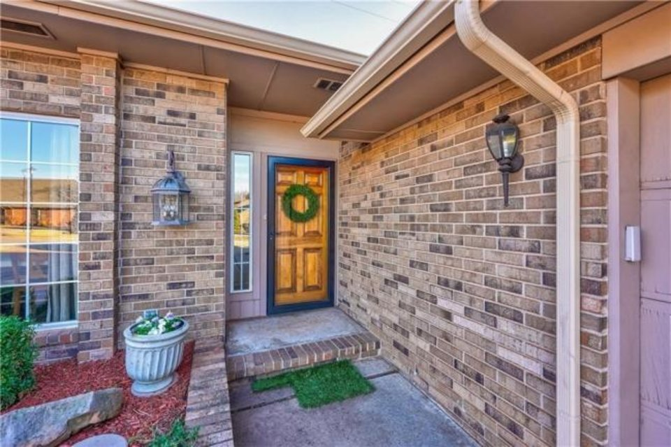 Photo -  Front entrance at 3132 Rosewood Lane, the Listing of the Week. [PHOTO PROVIDED]