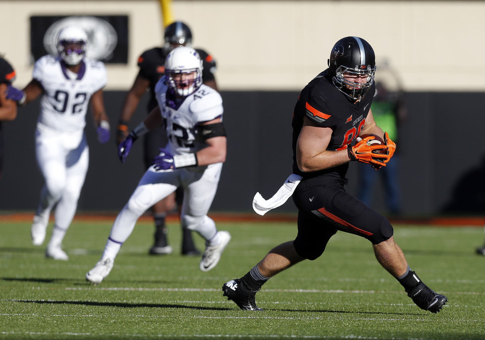 Photo - Oklahoma State's Zac Veatch (86) rushes after a catch during the college football game between the Oklahoma State Cowboys (OSU) and TCU Horned Frogs at Boone Pickens Stadium in Stillwater, Okla., Saturday, Nov. 7, 2015. Photo by Sarah Phipps, The Oklahoman