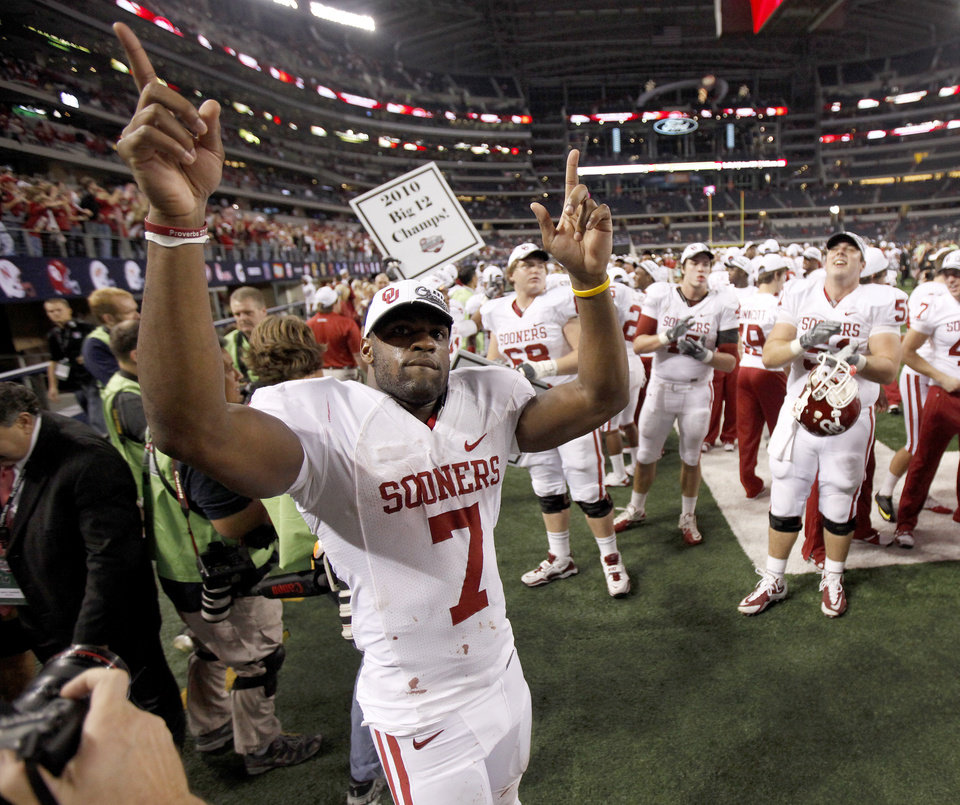 Photo - OU's DeMarco Murray celebrates after winning  the Big 12 football championship game between the University of Oklahoma Sooners (OU) and the University of Nebraska Cornhuskers (NU) at Cowboys Stadium on Saturday, Dec. 4, 2010, in Arlington, Texas.  Photo by Bryan Terry, The Oklahoman