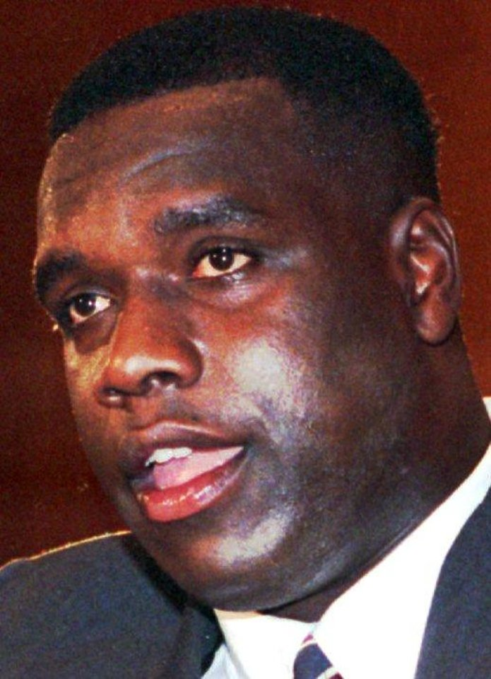 Photo - FILE-- Former Washington Redskins football defensive lineman Dexter Manley, shown in this May 1989 file photo, pleaded guilty Friday Aug. 4, 1995  to two counts of cocaine possession and was sentenced to four years in prison.  A5 MANLEY, B-W, FIRST EDITION, PAGE 22