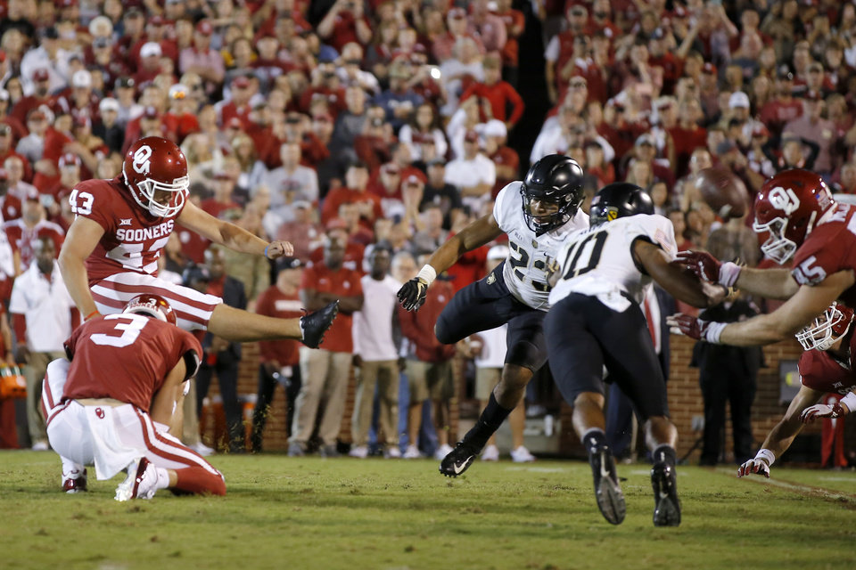 Photo - Oklahoma's Austin Seibert (43) misses a field goal during a college football game between the University of Oklahoma Sooners (OU) and the Army Black Knights at Gaylord Family-Oklahoma Memorial Stadium in Norman, Okla., Saturday, Sept. 22, 2018. Photo by Bryan Terry, The Oklahoman