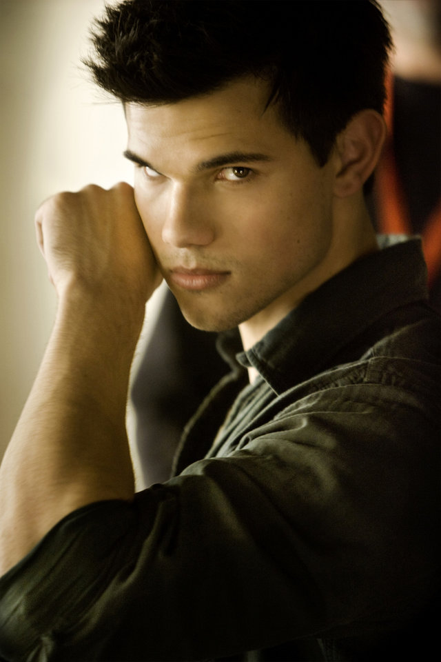 Photo - TAYLOR LAUTNER stars in THE TWILIGHT SAGA: BREAKING DAWN-PART 1    Ph: Andrew Cooper  © 2011 Summit Entertainment, LLC.  All rights reserved.