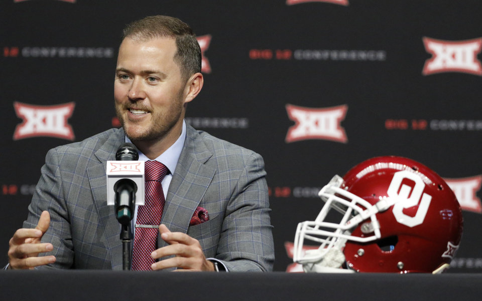 Photo -  Oklahoma coach Lincoln Riley is not budging when it comes to naming a starting quarterback.. [AP PHOTO]