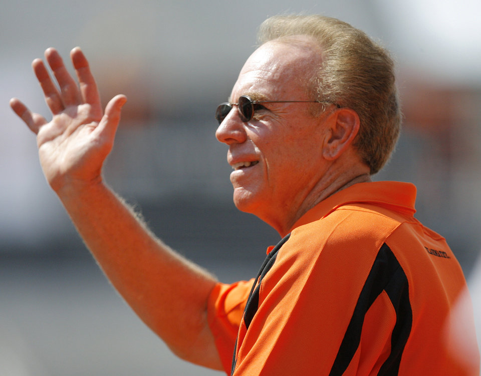 Photo - Roger Staubach waves to fans before the college football game between the Oklahoma State University Cowboys (OSU) and the Texas Tech University Red Raiders (TTU) at Boone Pickens Stadium in Stillwater, Okla., on Saturday, Sept. 22, 2007. By NATE BILLINGS, The Oklahoman
