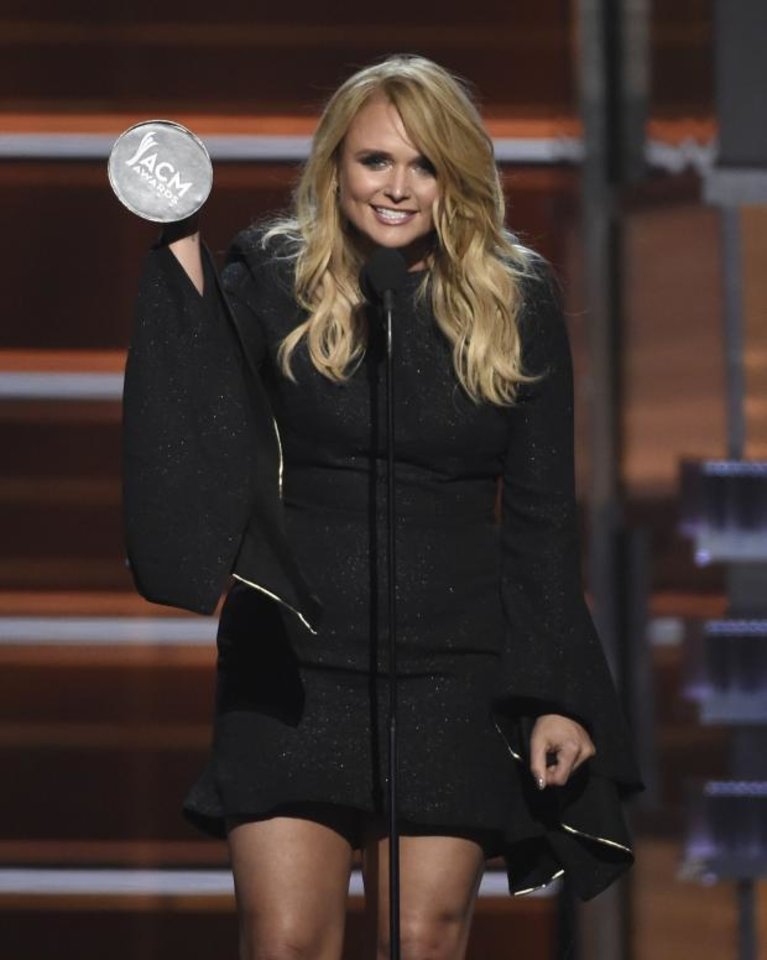 Photo and video miranda lambert sets records performs for Academy of country music award for video of the year