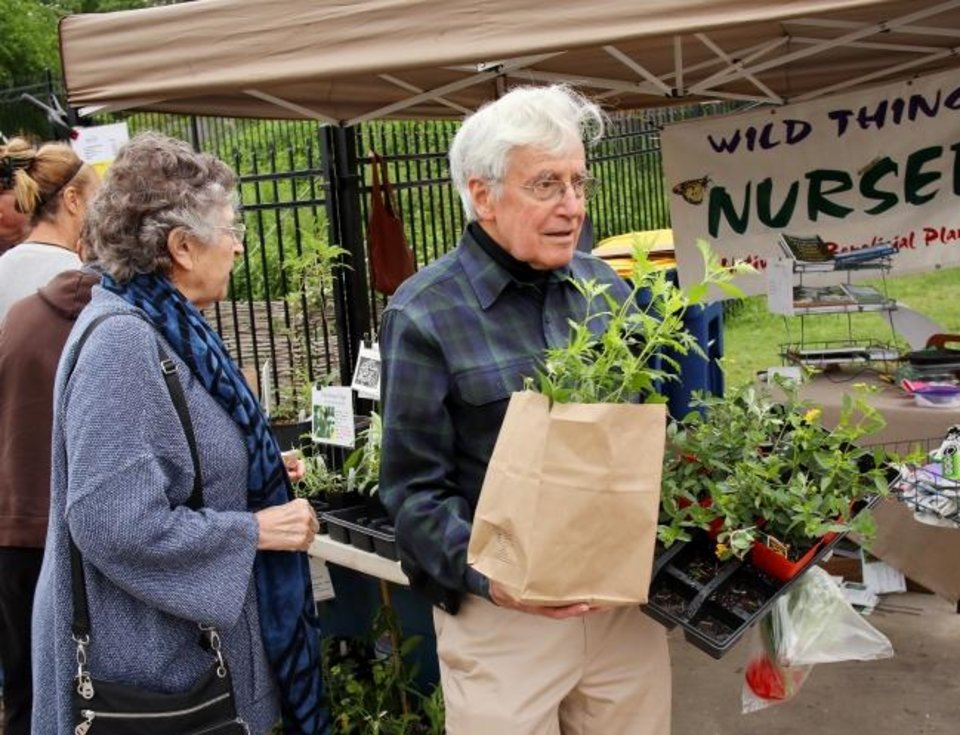 Photo -  Carl and Debby Rubenstein pick up their plants from Wild Things Nursery Saturday at the Paseo Farmers Market at SixTwelve, 612 NW 29. [DOUG HOKE/THE OKLAHOMAN]