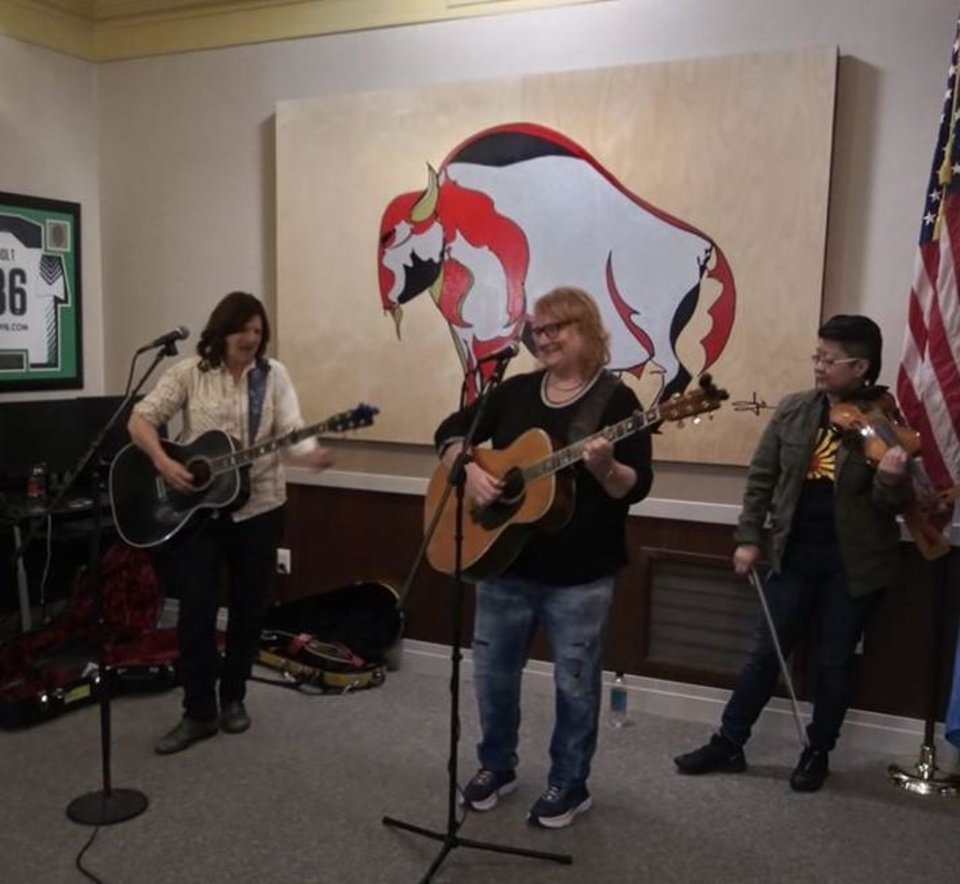 Photo - Indigo Girls play an acoustic set in Oklahoma City Mayor David Holt's office Feb. 26 as part of Holt's