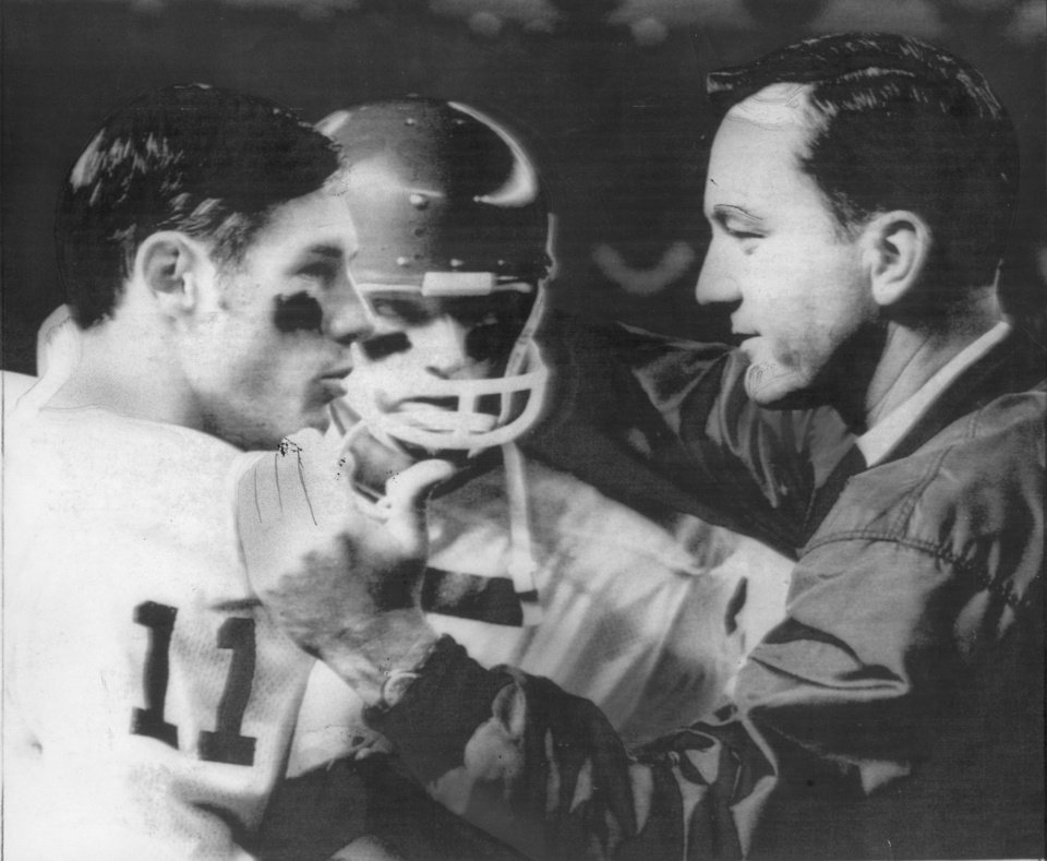 Photo -  OU quarterback Bob Warmack talks to head coach Chuck Fairbanks in the 1968 Astro-Bluebonnet against SMU. [THE OKLAHOMAN ARCHIVES]