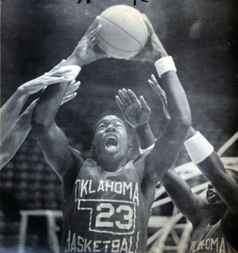 Photo - Former OU basketball player Wayman Tisdale. A SHOW OF HANDS - Freshman Wayman Tisdale reaches up over the arms of his Oklahoma teammates during a practice session at Lloyd Noble Center on Monday, the fourth day of preseason drills. 10-20-82 ORG XMIT: KOD