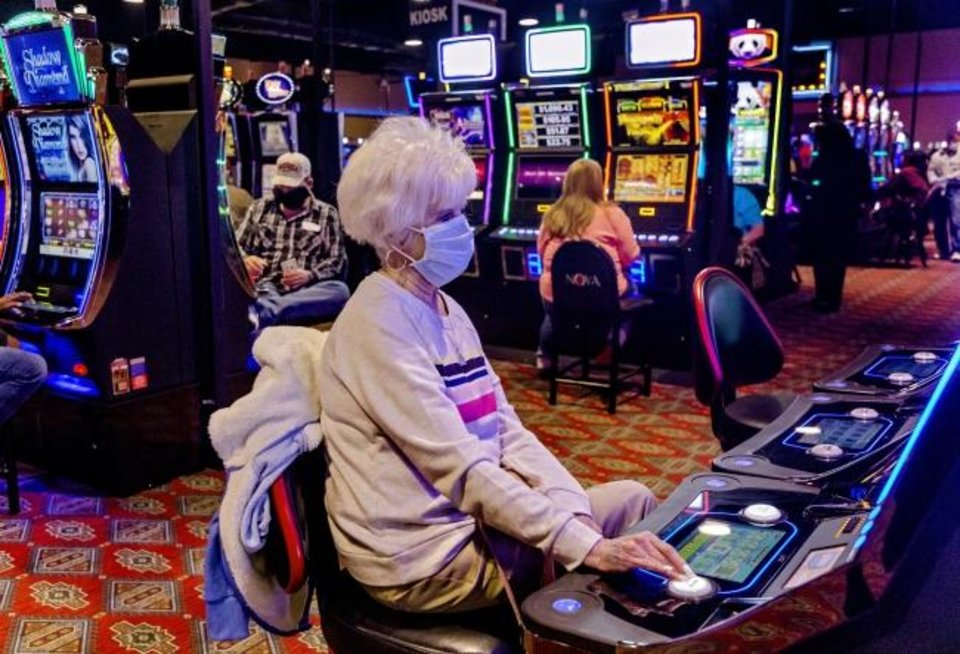 Hundreds line up at casino opening - Article Photos