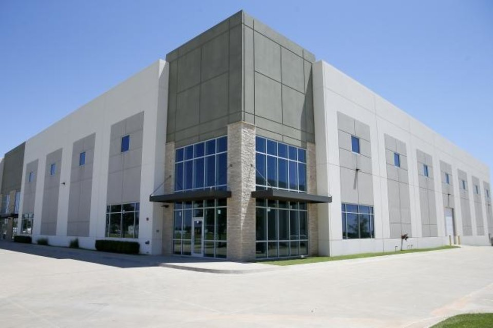Photo -  This 60,000-square-foot bulk warehouse is for lease at 1300 SE 89. [BRYAN TERRY/THE OKLAHOMAN]