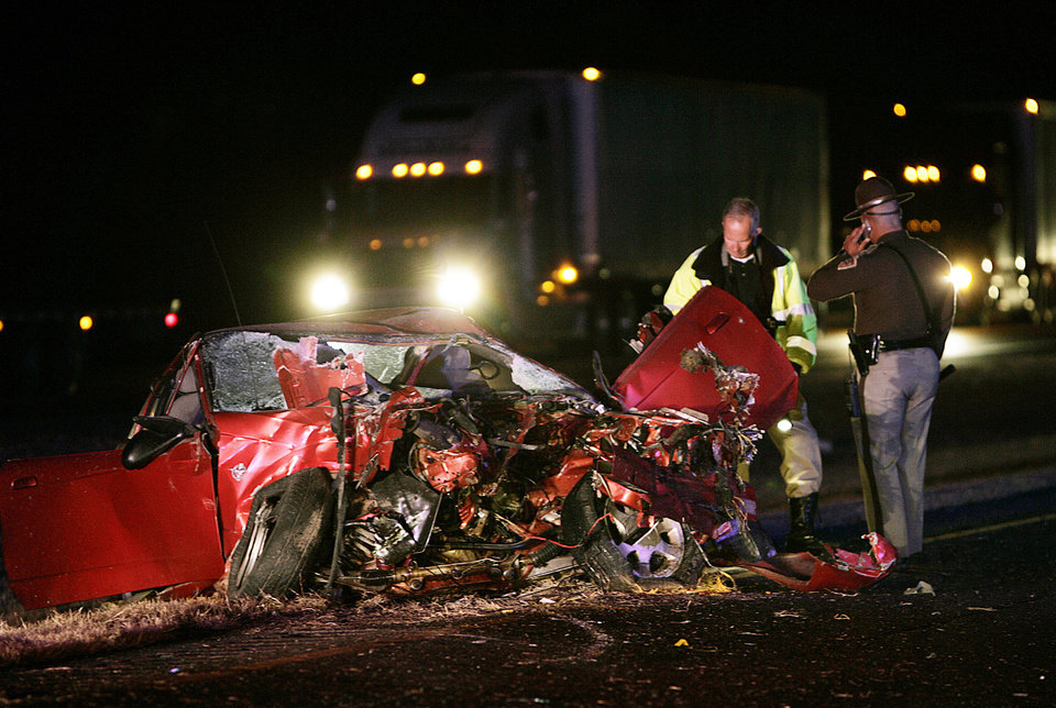 Driver dies in I-35 collision - Article Photos