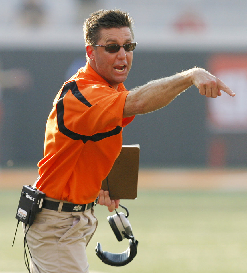 Photo - OSU head coach Mike Gundy yells at an official during the second half of the college football game between the Oklahoma State University Cowboys (OSU) and the Texas Tech University Red Raiders (TTU) at Boone Pickens Stadium in Stillwater, Okla., on Saturday, Sept. 22, 2007. OSU won, 49-45. By NATE BILLINGS, The Oklahoman  ORG XMIT: KOD